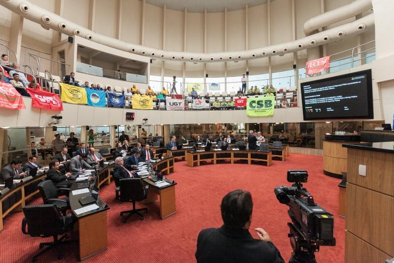 Representantes de centrais sindicais acompanharam a votação do reajuste do salário mínimo regional – Foto: Bruno Collaço