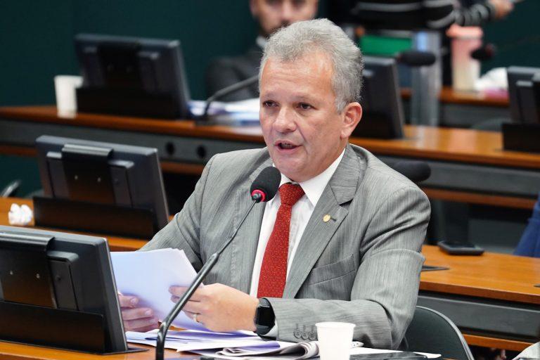 Deputado André Figueiredo, relator do projeto na Comissão de Ciência e Tecnologia – Foto: Pablo Valadares